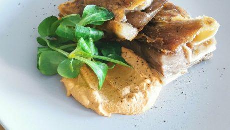 Receta saludable de oreja de cerdo con salsa romescu